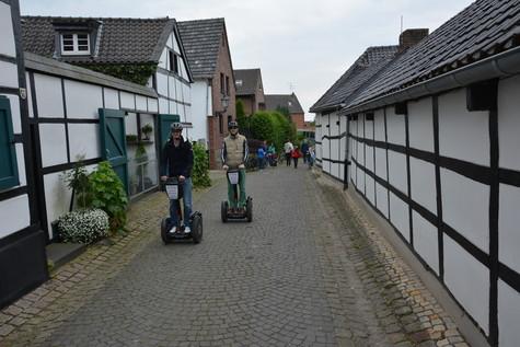 Tour 6: NEUSS Schloss Dyck Tour 120 min. nur 69,- €
